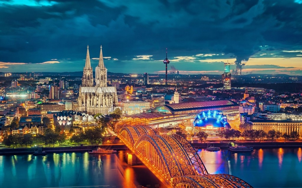 Hohenzollern Bridge Cologne Traveling To Cologne Germany