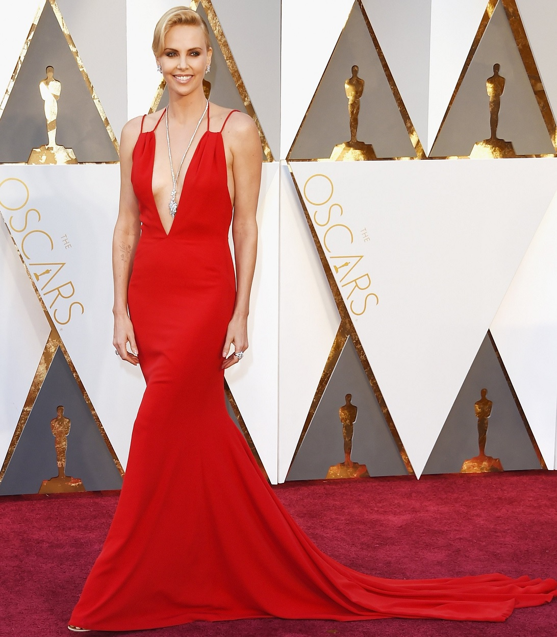 Oscars 2016 Best Dressed Charlize Theron In Red Gown