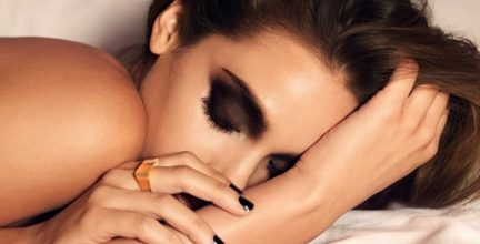 5 Dangers of Sleeping in Makeup