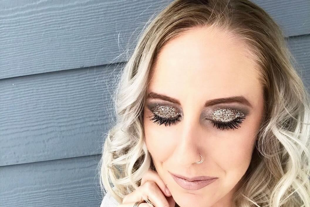 Gold Sparkling Eyes @glamchantel-easy holiday makeup looks