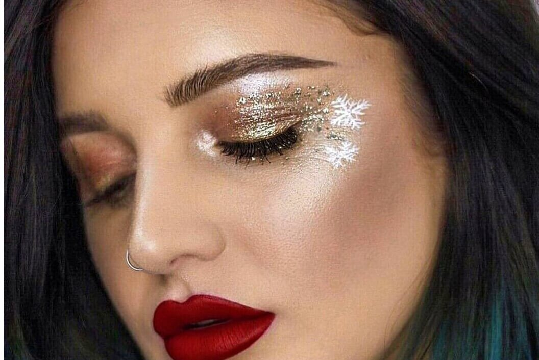 Holiday Inspired Eyes Make Up With Red Lips-easy holiday makeup looks