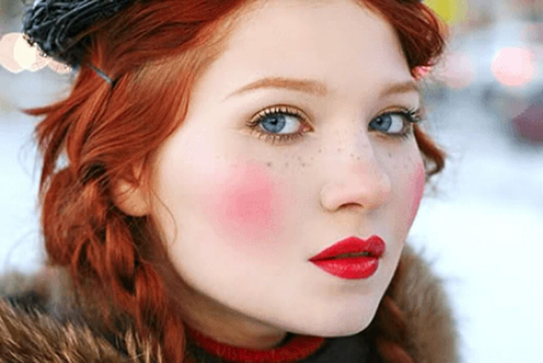 Rosy Cheeks And Scarlet Lips-easy holiday makeup looks
